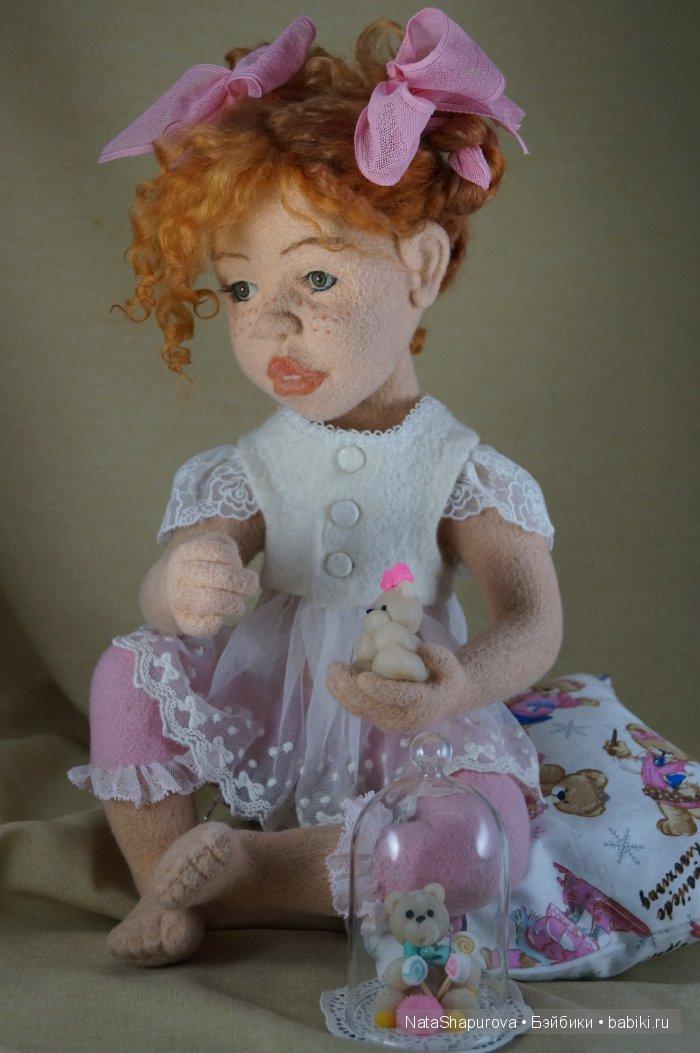 Соня.Бело розовое счастье. Интерьерная авторская кукла.Сухое валяние на каркасе.Сидя 35 см.