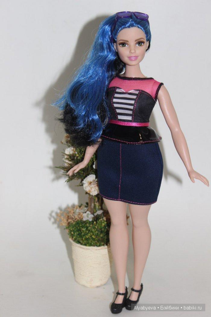 """Компания Mattel разработала новый тип тела для Барби ( есть целая линейка пухлых, высоких и низкорослых ), так как идеальные формы известной блондинки, долгое время безжалостно подвергались критике .   р.s.: Вот что получилось!) Мне нравится!  Barbie Fashionistas """"Sweetheart Stripes"""" 2016"""