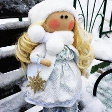 Пусть Снегурочка придет и Вам счастье принесет