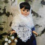 Пуховые платки по типу оренбургских на разных кукол.