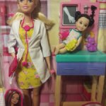 Барби врач и малышка