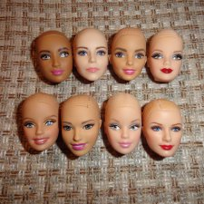Головы кукол Барби.