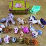 Мелкие игрушки  и чемоданчик лотом