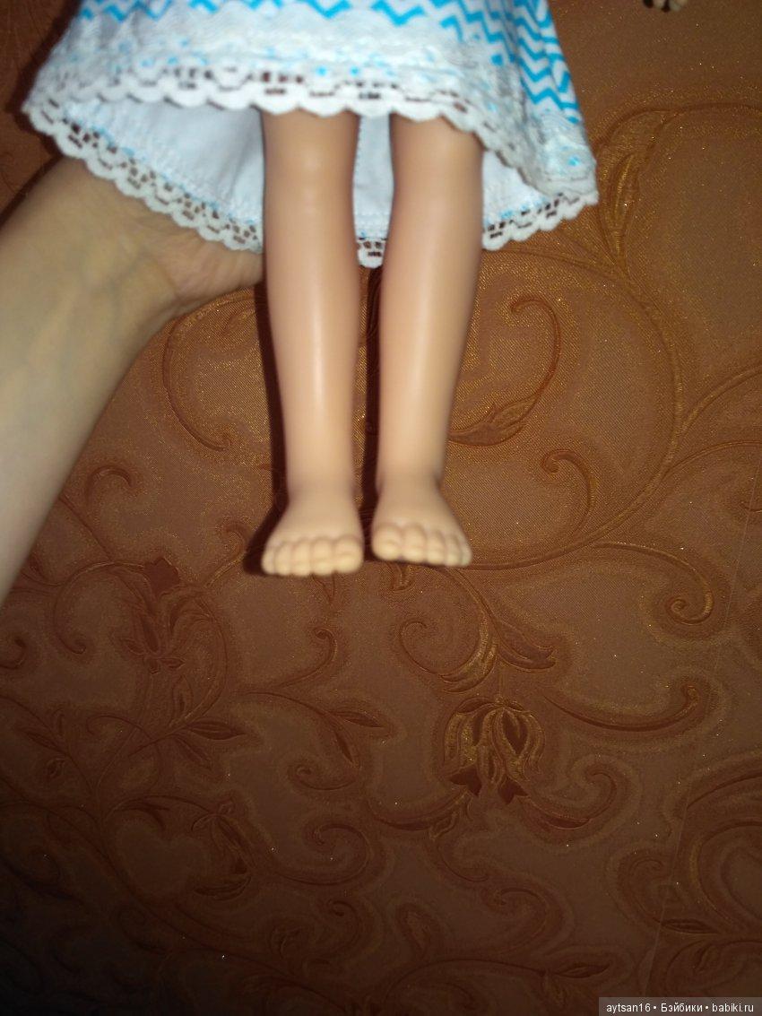 И ее разные ножки((