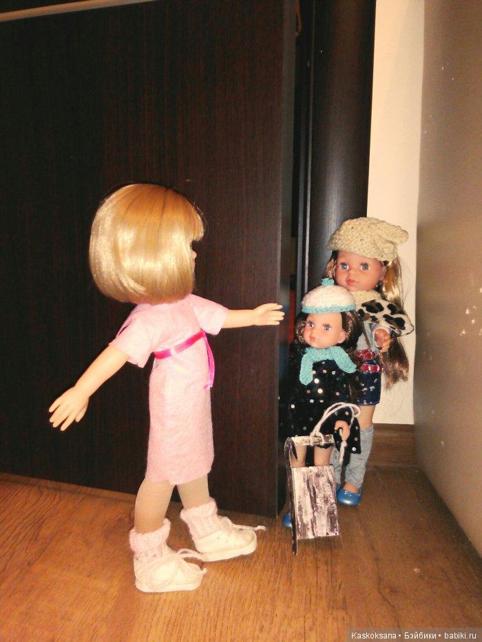 Как же рада была Клерочка новым подружкам, которые пришли звать её покататься на санках!