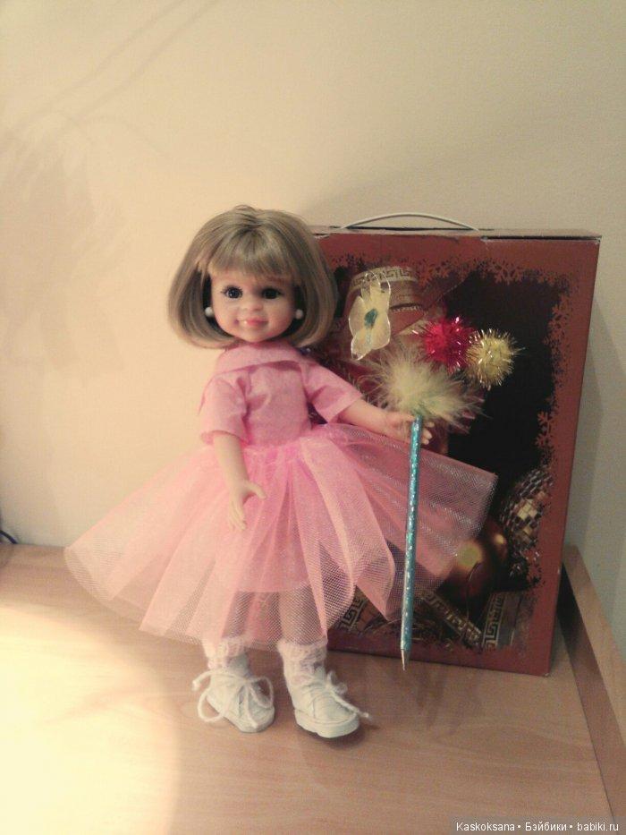 Клерочке доверили раздавать подарки детям, и она была этому рада