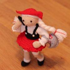 Каркасная вязанная кукла Красная шапочка