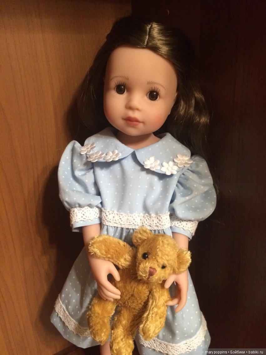 Сестричка Ксюша в гости с подарком . Платья своего пока нет, сняли временно со старшей сестры))