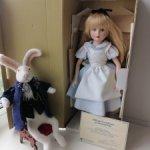 Коллекционная фарфоровая куколка  Disney Grolier Alice In Wonderland   1988г. без кролика