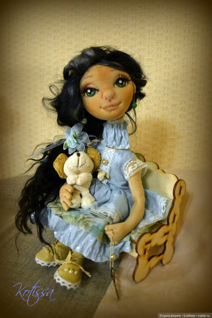 Авторская интерьерная куколка Инна. Куколка полностью подвижна, выполнена из хлопка и трикотажа, волосы - натуральная козочка. Одежда частично съемная.