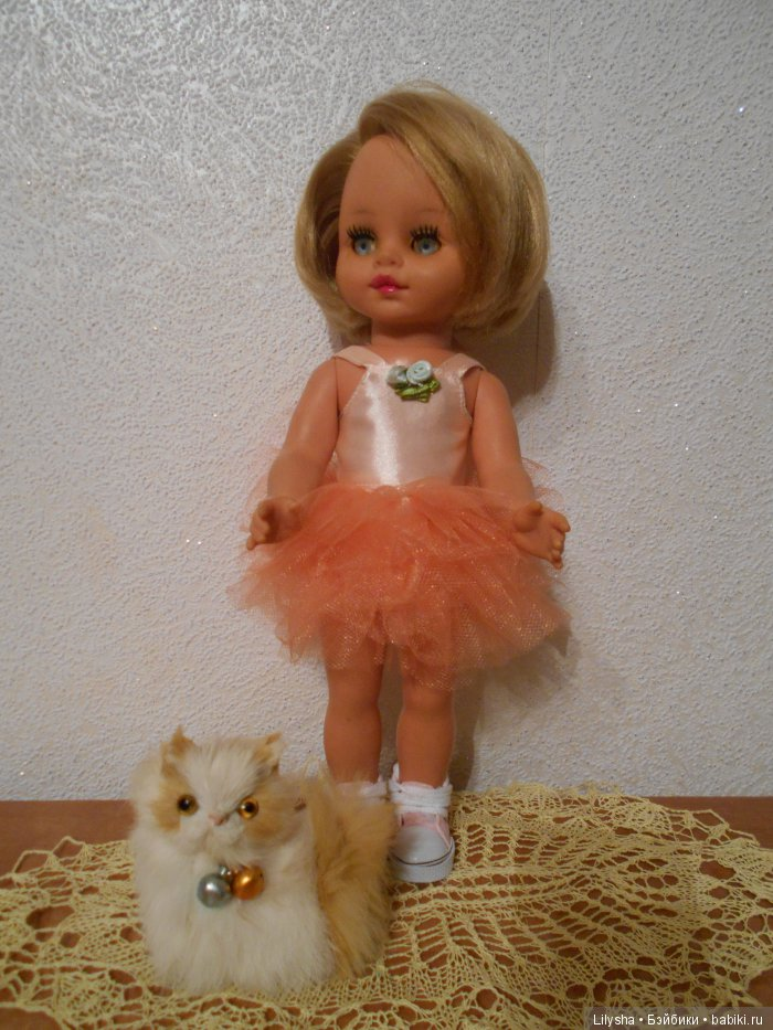 Платье на маленькую куклу ГДР , рост 30 см. Подходит на куклу  Паола Рейна