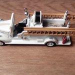 Для фотосессий/игр/елочных украшений - музыкальное мини-авто Hallmark для кукол ростом 5-7см