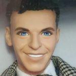 Кен из сета Барби любит Френка Синатру