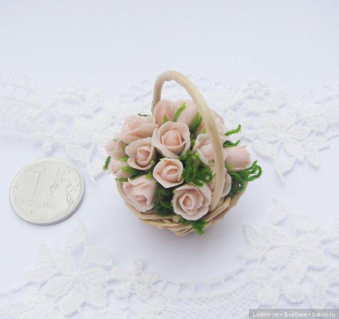 Миниатюра ккольная корзина с розами