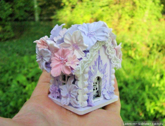 Миниатюрный домик с подсветкой