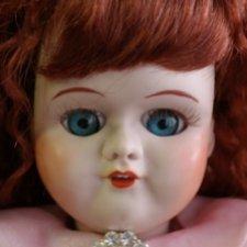 Озорная и любопытная куколка поздравляет всех с наступающим 8 марта! Реплика-антикварная-фантазийная