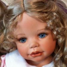 У кого есть Ангелина Моники Левениг (фарфоровая кукла или виниловая) как на Фото?