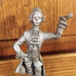 Оловянная статуэтка кавалер