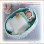 Кроватка для куклы с одеялом и подушечкой