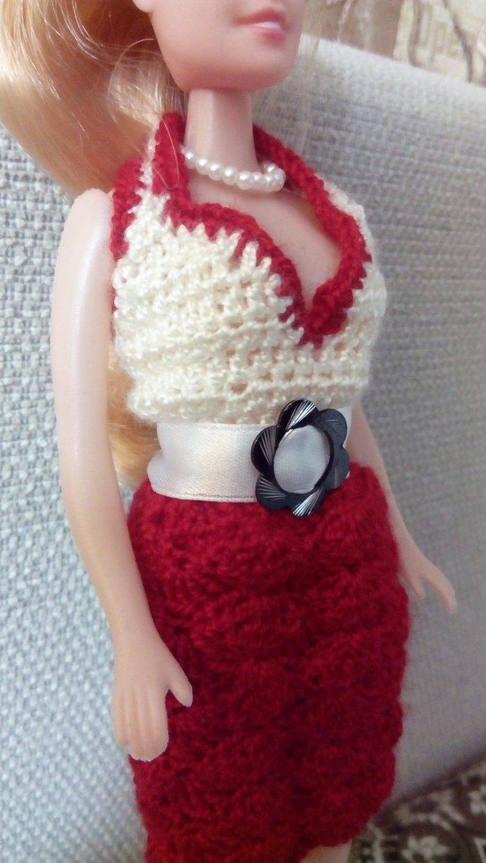 Романтичный костюм (топ, ажурная юбка, атласный пояс, жемчужное ожерелье)