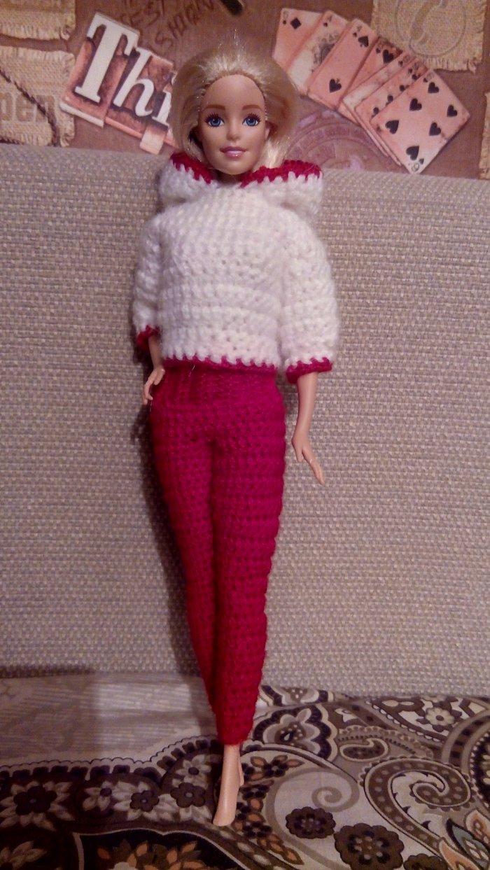 вязаный костюм (свитер с капюшоном, облегающие штаны)
