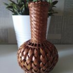 Плетенная вазочка для кукольных фотосессий