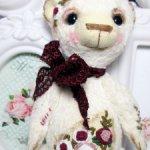 Тедди мишка с вышивкой