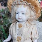 Фарфоровая антикварная куколка 15 см. молд 620 Временно снижение на 4000. Было  18000
