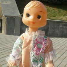 Рельефный мальчик - кукла Петрушка, в родной одежде.