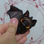 Летучая мышь мини. Черная с оранжевыми глазками. 2