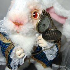 Белый Кролик из Алисы в Стране Чудес