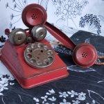 Красный английский металлический телефон из прошлого века!