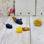Сыр в мышеловке и мышки