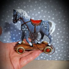 Про Новый год и ватную лошадку