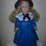 Бархатное платье для куклы ростом 50 см.