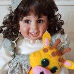 Редкая улыбашка от Fayzah Spanos