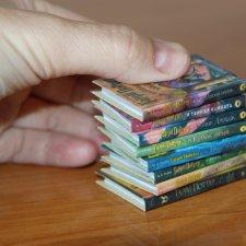 Миниатюрная серия книг про Гарри Поттера (стоимость указана за одну книгу серии)