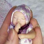 Спящая малышка София
