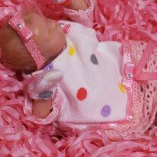 Яночка, миниатюрный младенец в коробке