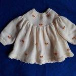 Продам вязаное платьице для  кукол ростом 40-60 см.