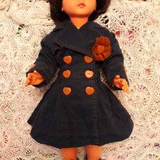 Красивый плащик для кукол 75-85 см.