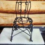 Винтажный металлический стульчик для маленькой куколки
