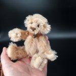 Маленький мишутка от Barbara McConnell. 14 см. Мохер