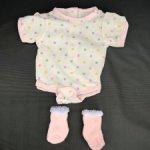 Боди и носочки для куклы ростом 35 см.