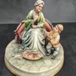 Фарфоровая статуэтка Бабушка и внук. A. Borsato. Capodimonte. Каподимонте