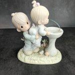 Фарфоровая статуэтка Precious Moments. Твоя любовь возвышает!