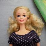 """Барби Ретро из серии """"национальные костюмы"""" (была в синем платье и синей ленточкой на шее)"""