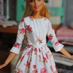 Белое платье с цветами для кукол Барби