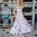Платье с вишинками для кукол Барби