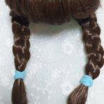 Парик с челкой и косичками на голову обхватом 21-22 см.